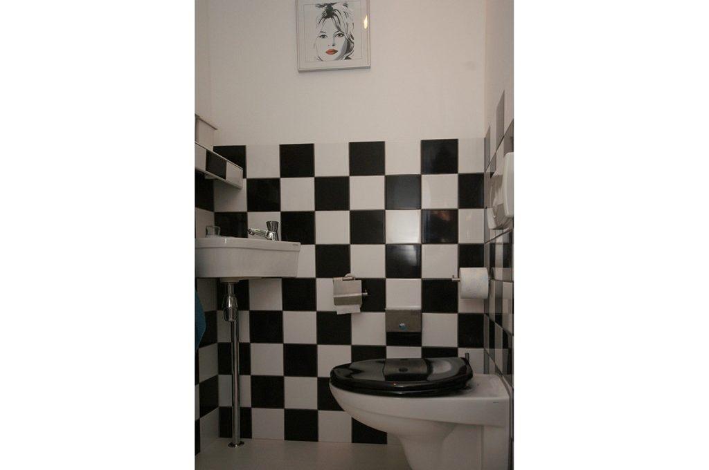 2a-toilet